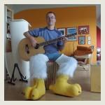 Chris Schlag mit dicken Füßen