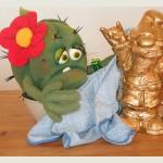 Goldener Gartenzwerg und Roswitha die Praktikantin